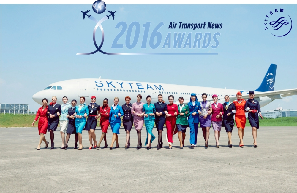 2014-skyteam-flight-attendants-walking