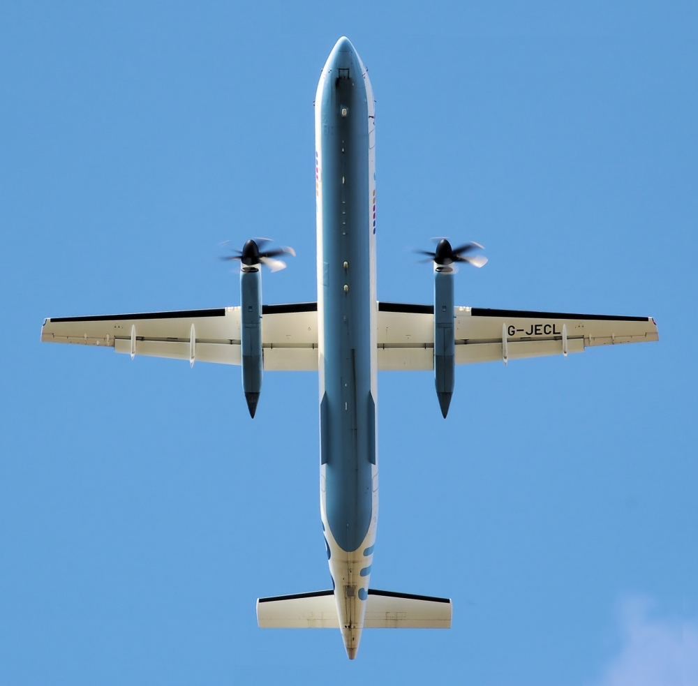 Dash_8_in_planform_arp_rotated_03