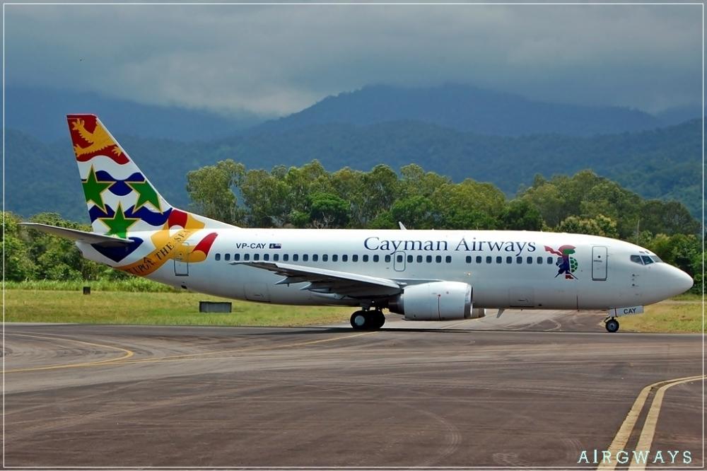 Cayman_Airways_Boeing_737-300_OJEV