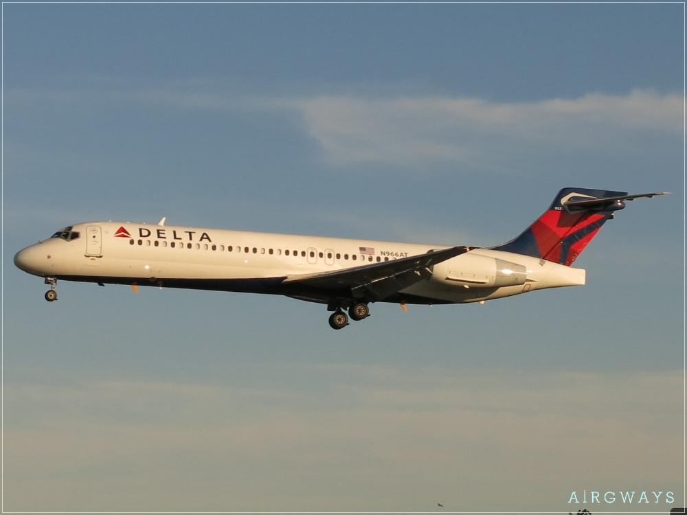 Delta_Air_Lines_Boeing_717-2BD_N966AT