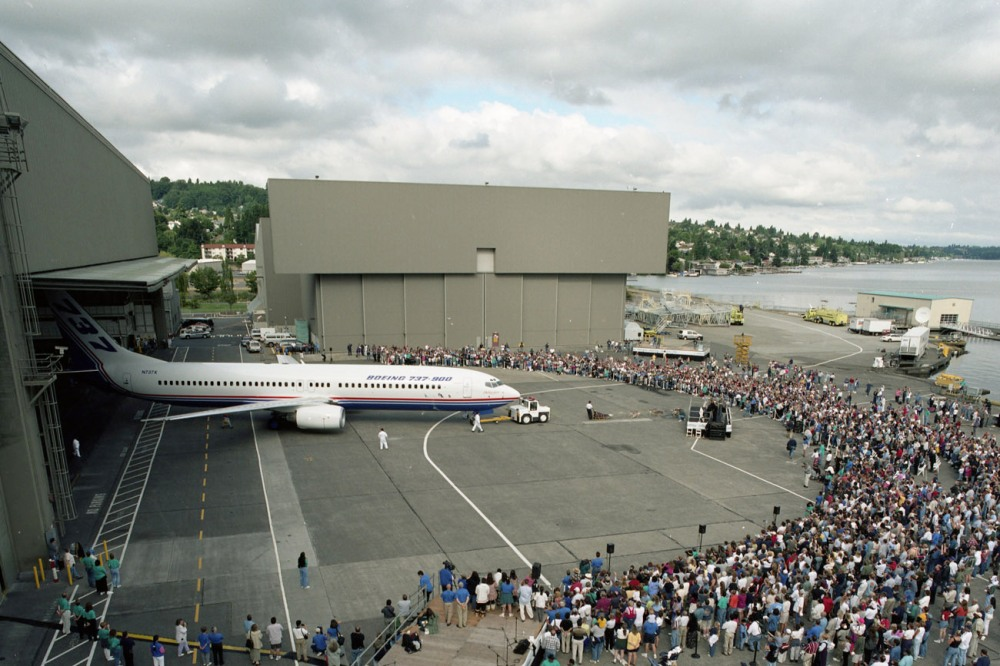 737-900-Rollout