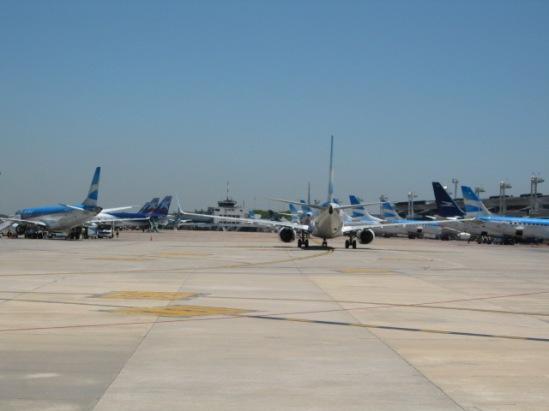 Resultado de imagen para Aerolineas Austral flight cancelled aeroparque