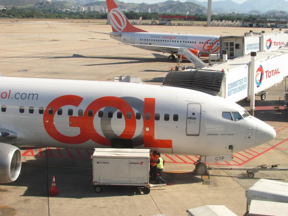 Resultado de imagen para Boeing 737 bin maletas Gol