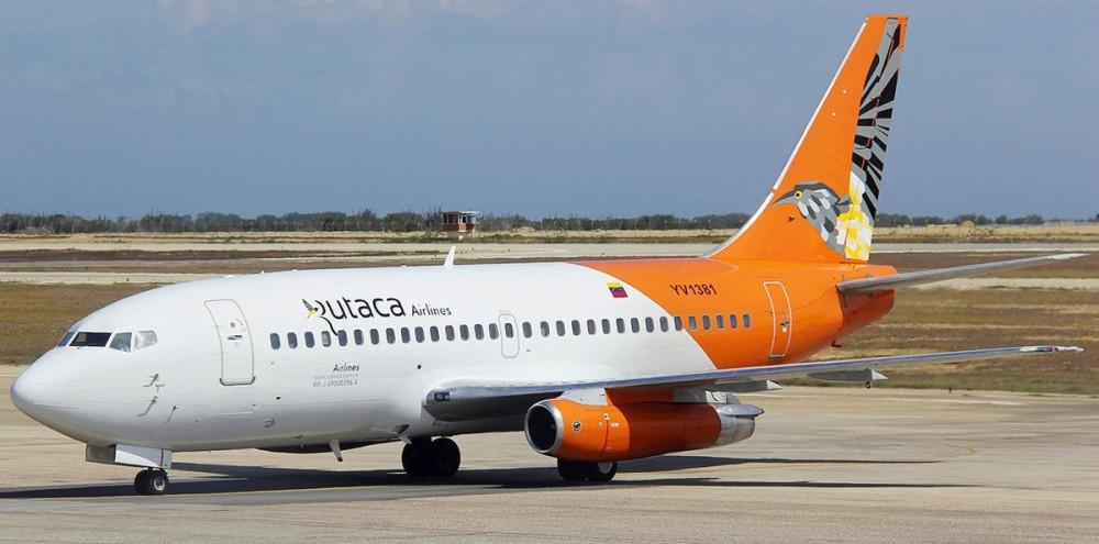 Rutaca_Boeing_737-200_in_new_livery_at_Porlamar_Airport.jpg