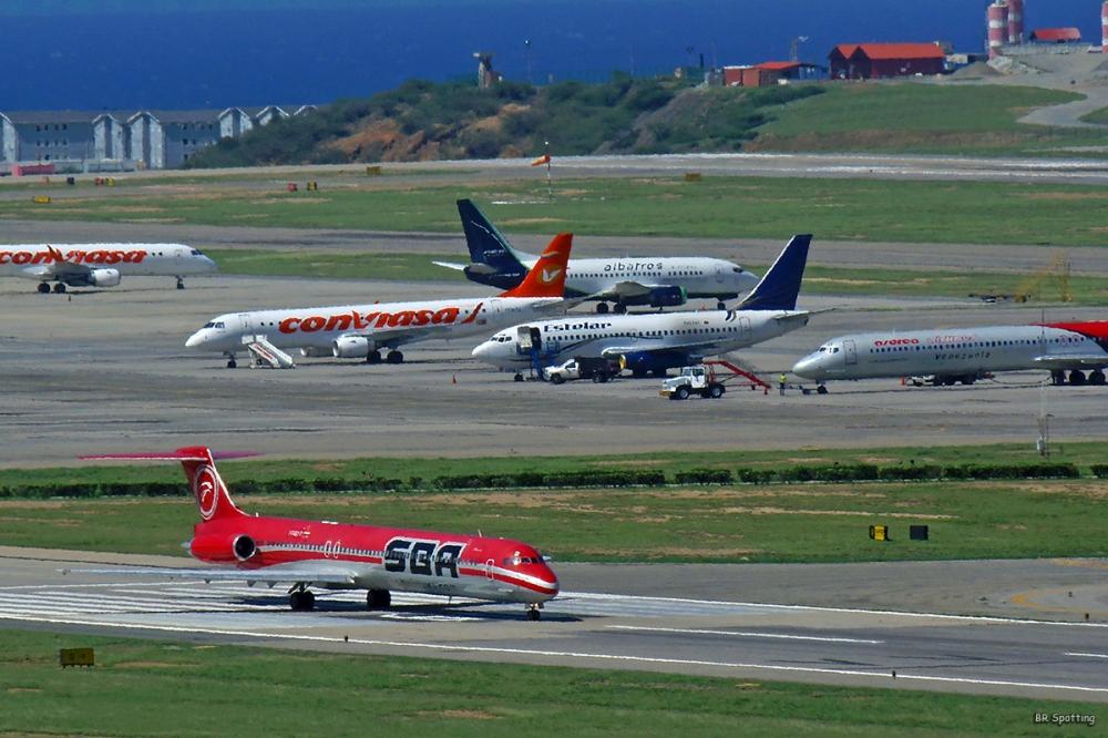 Resultado de imagen para Aeropuerto Simon Bolivar aviones