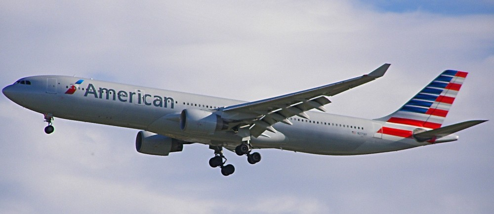 Airbus_A330-300_N271AY_de_American_Airlines
