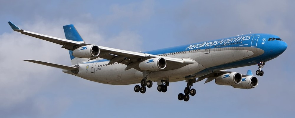 Airbus_A340-313X,_Aerolineas_Argentinas_JP7734180.jpg