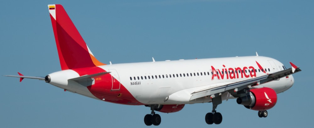 Avianca_Airbus_A320-214_(N446AV)_at_Miami_International_Airport.jpg
