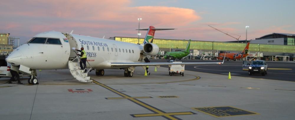 CRJ_de_South_African_Airways_en_Ciudad_del_Cabo,_Sudáfrica.JPG