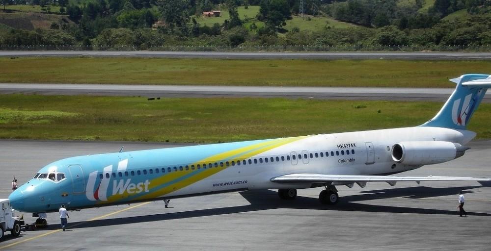 McDonnell_Douglas_MD-82_(HK-4374X) (1).jpg