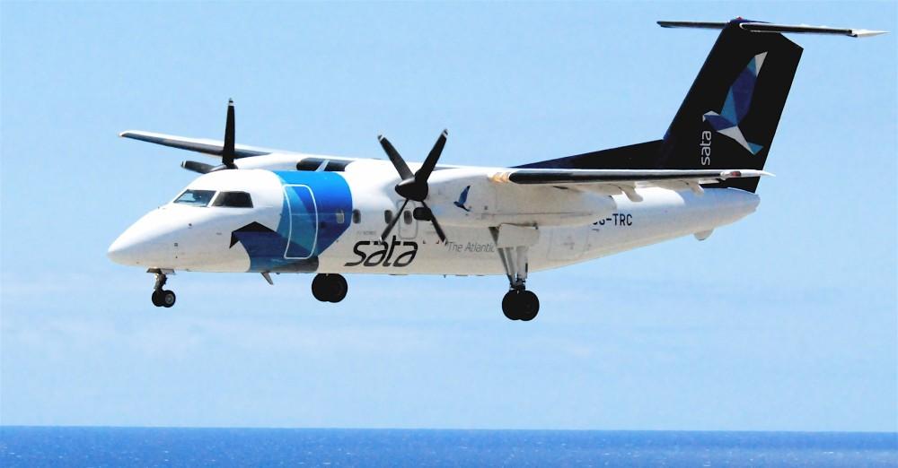 SATA_Air_Acores_DHC-8-202Q_Dash_8;_CS-TRC@FNC;12.07.2011_607ad_(5940045520).jpg