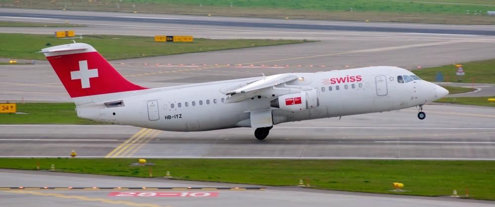 Swiss_International_Air_Lines_BAe_Systems_Avro_RJ100_HB-IYZ_Zurich_International_Airport.jpg