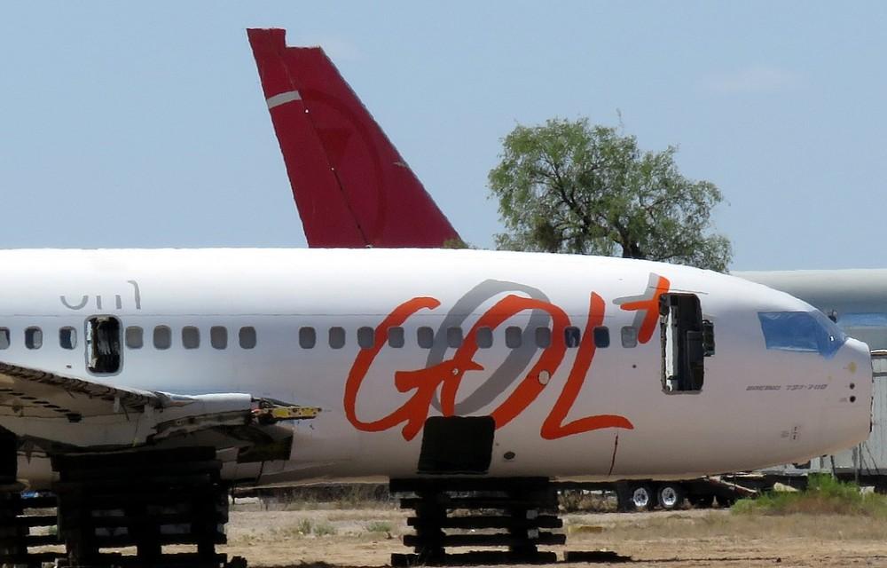 boeing-737-700-N320GL-pinal-airpark-arizona-boneyard.jpg