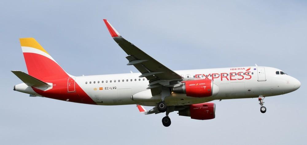 Iberia_Express,_EC-LVQ,_Airbus_A320-216_(21232907092)