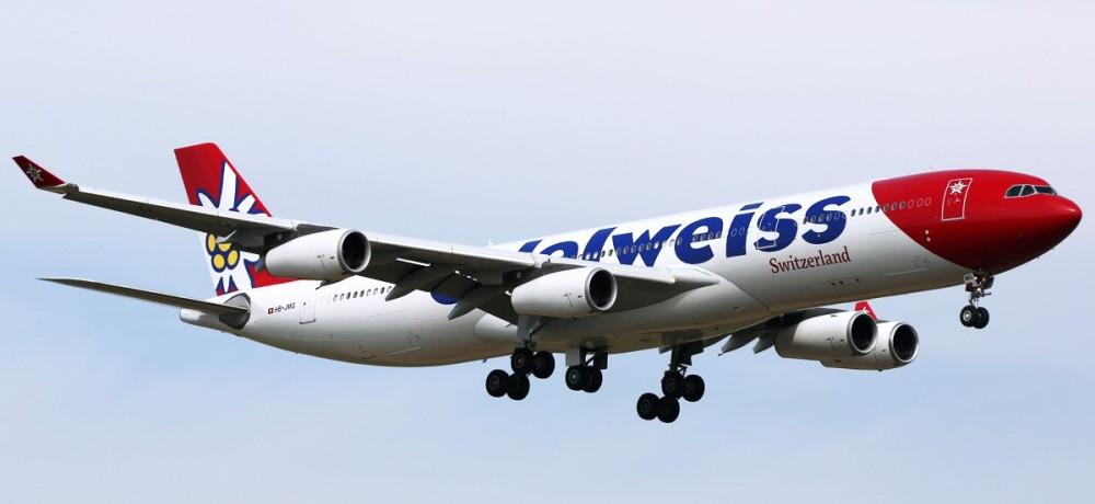Edelweiss_Air_Airbus_A340-300_on_finals_at_Zurich.jpg