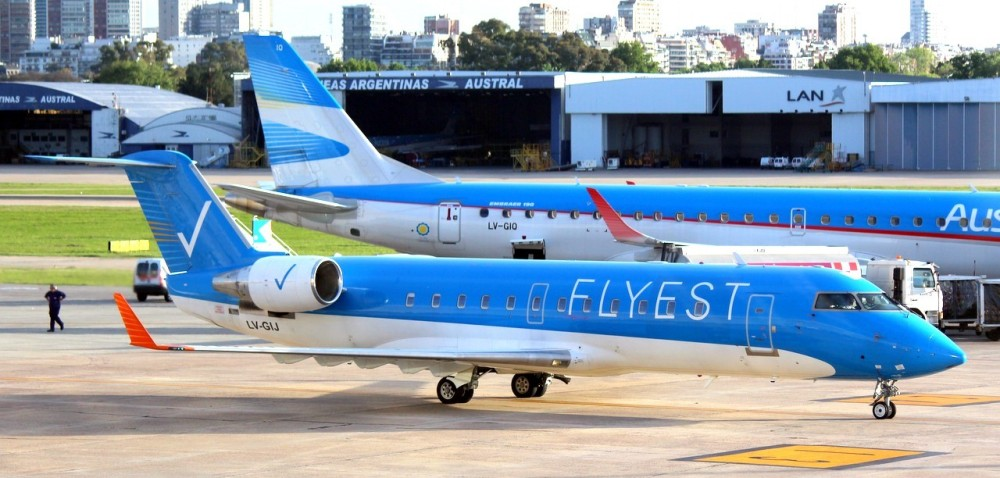 Flyest-CRJ200-LV-GIJ-en-Aeroparque