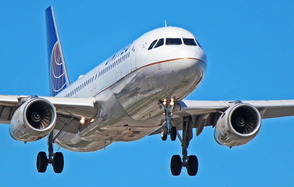 n403ua-united-airlines-airbus-a320-01 (1).jpg