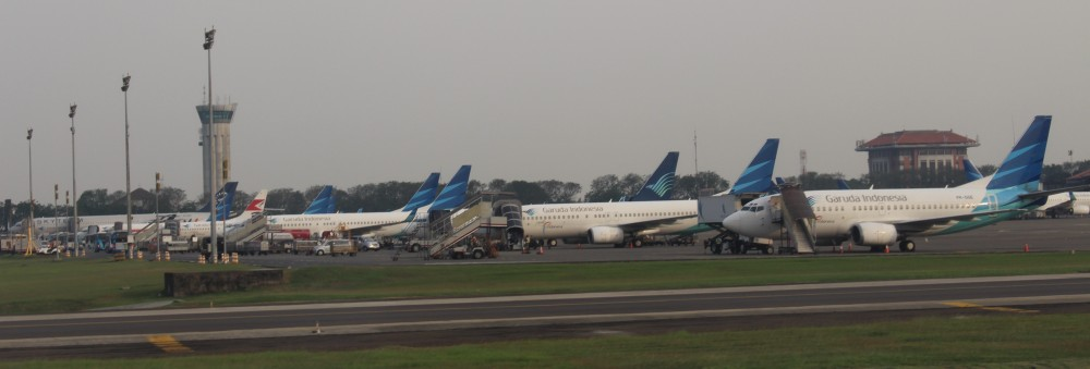 Garuda_Indonesia_Plane_On_Remote_Area_of_Jakarta-Soekarno-Hatta_International_Airport_Terminal_2F