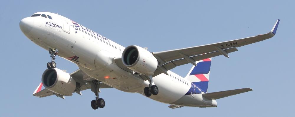 A320_NEO_LATAM_SBPA_(37074639245).jpg