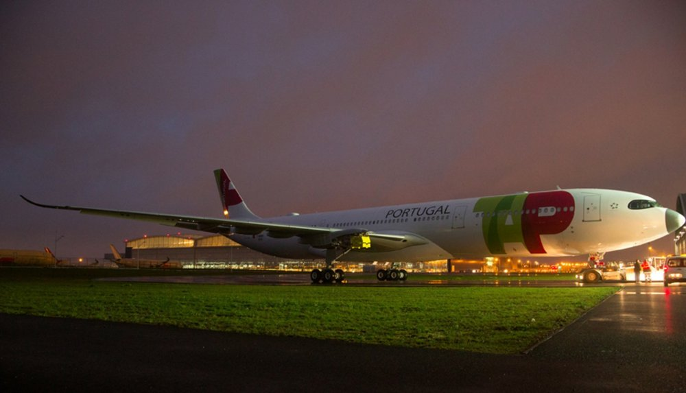 A330neo-TAP-Air-Portugal-MSN1819-rolls-out-of-painthall-002