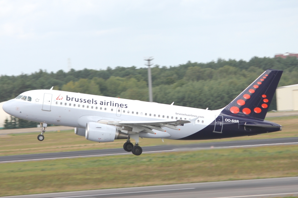 Brussels_airlines_A319_OO-SSR.JPG