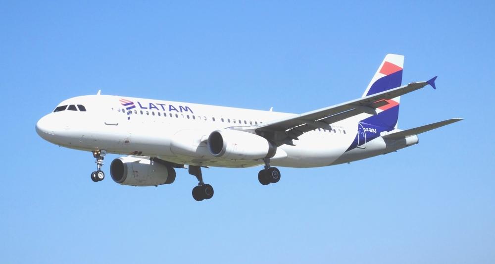 LATAM_A320-233_LV-BSJ_(33907622701).jpg