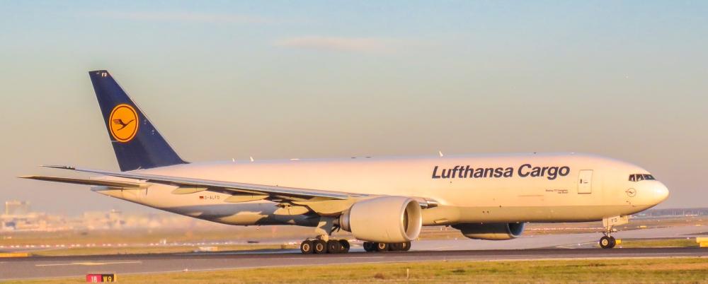 Lufthansa_Cargo,_D-ALFD,_Boeing_777-FBT_(23590458205).jpg