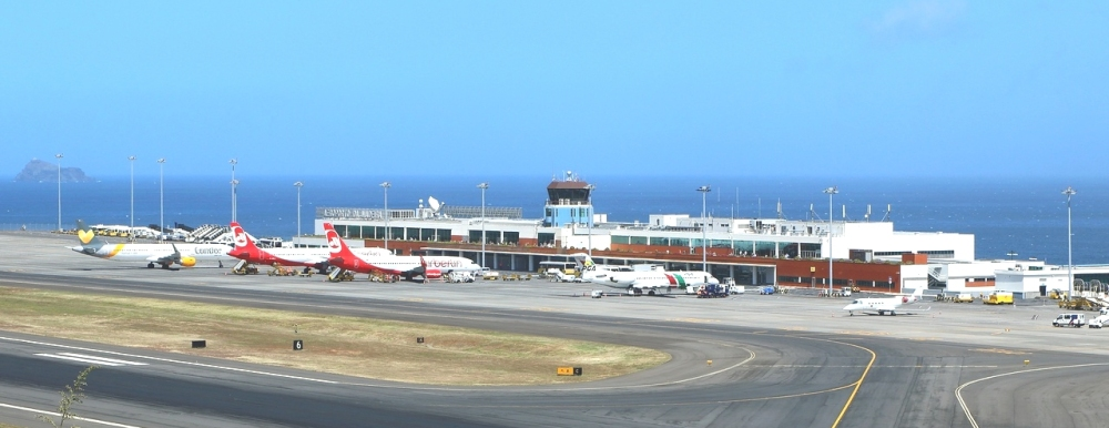 Madeira_Airport_(May_2015).jpg
