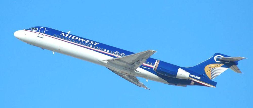 Midwest_Airlines,_Boeing_717,_N925ME_(16677727707)