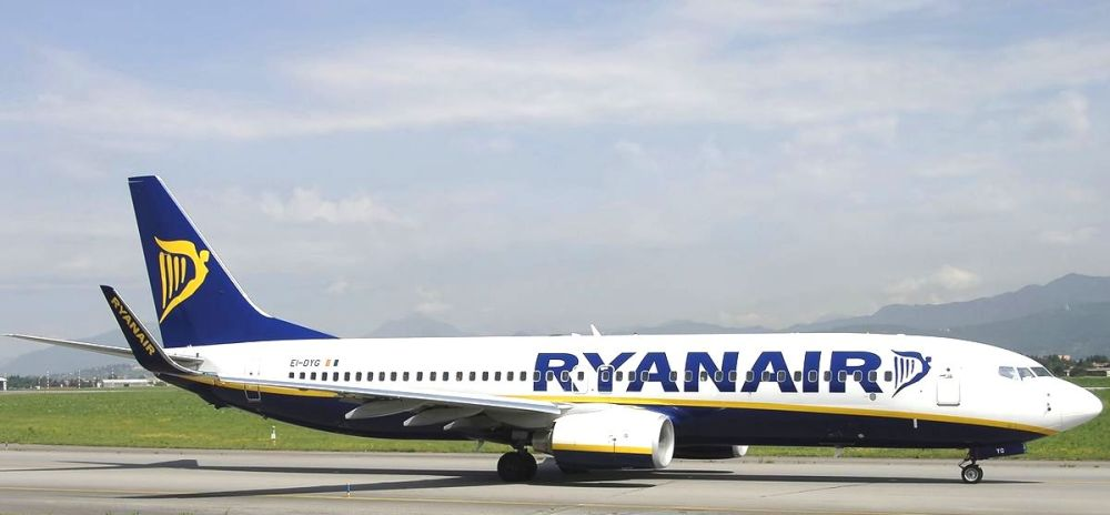Boeing_737-8AS,_Ryanair_JP6361158.jpg