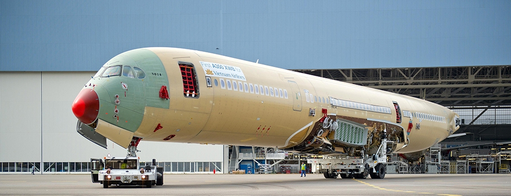 First_A350_XWB_for_Vietnam_Airlines_enters_final_assembly.jpg