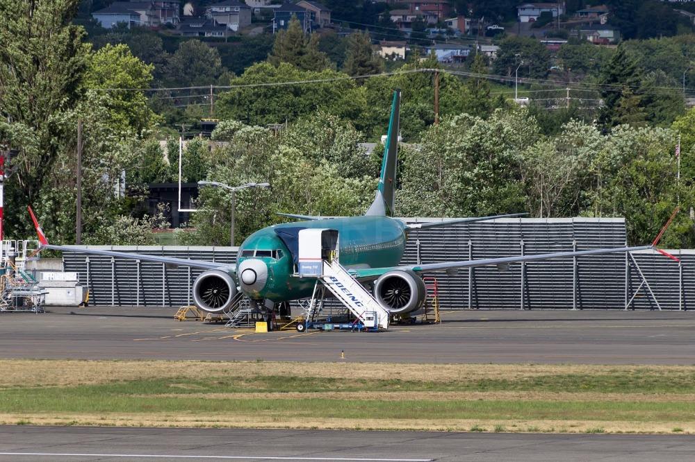7058 737-8 Lion Air.jpg