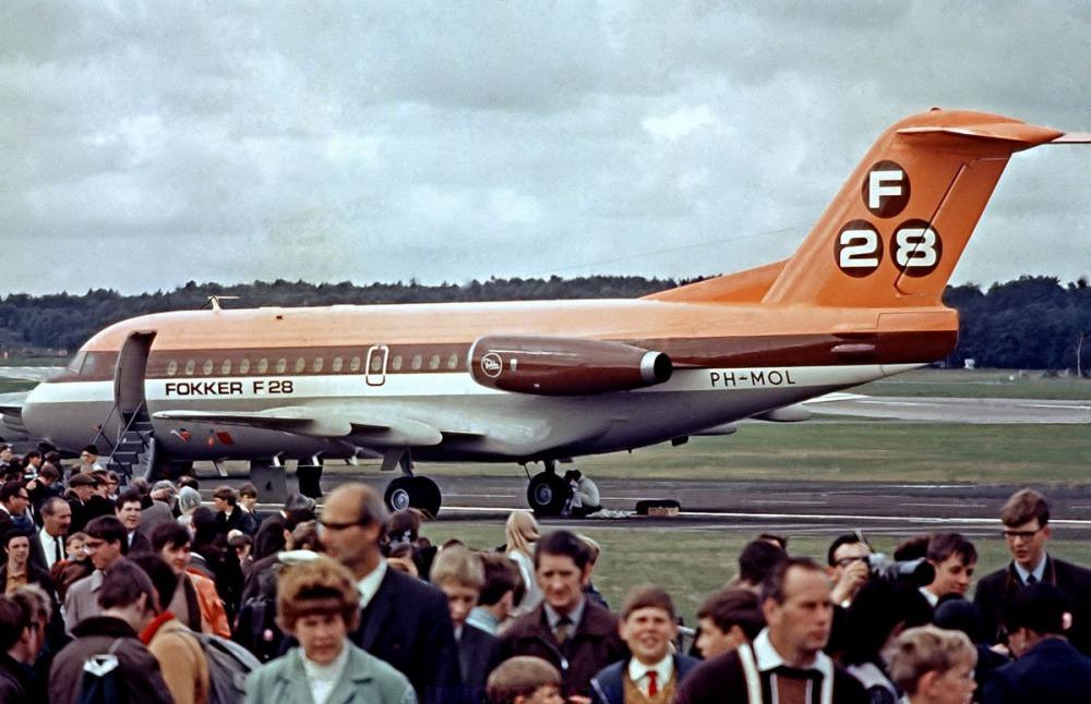 AW-700F28RayBarber-001.jpg