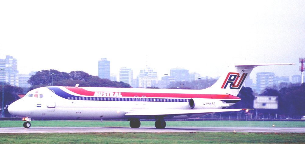 106af_-_Austral_DC-9-31,_LV-WSZ@AEP,22.08.2000_-_Flickr_-_Aero_Icarus.jpg