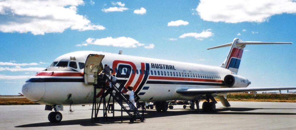 Austral_Lineas_Aereas_McDonnell_Douglas_DC-9-32_LV-WEG_(25582189983).jpg