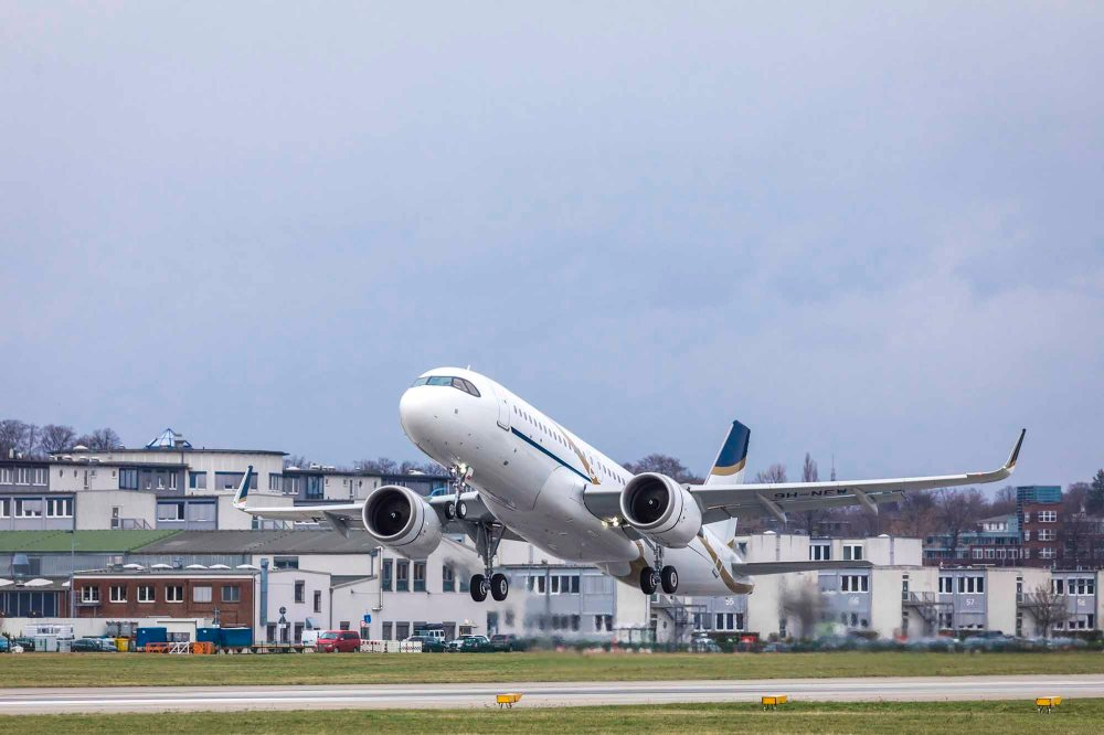 Comlux-ACJ320neo-take-off-.jpg
