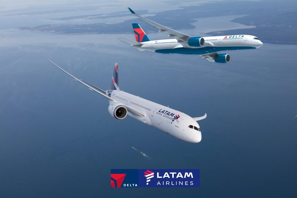 latam_boeing_787_dreamliner_-_volando_1.jpg