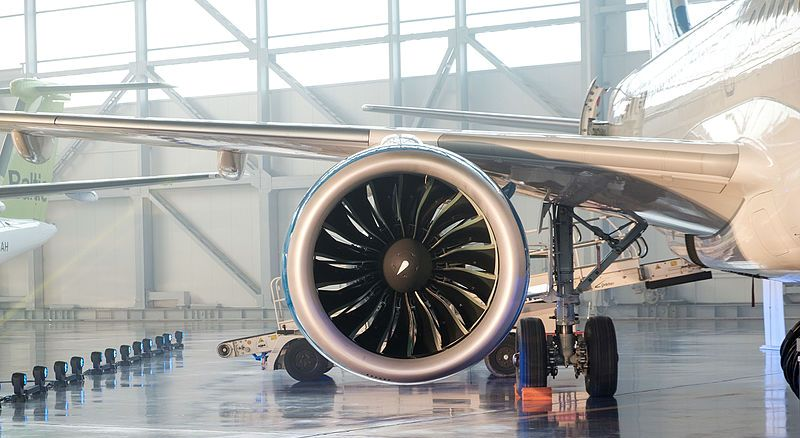 Bombardier_CS100_(22836277953).jpg