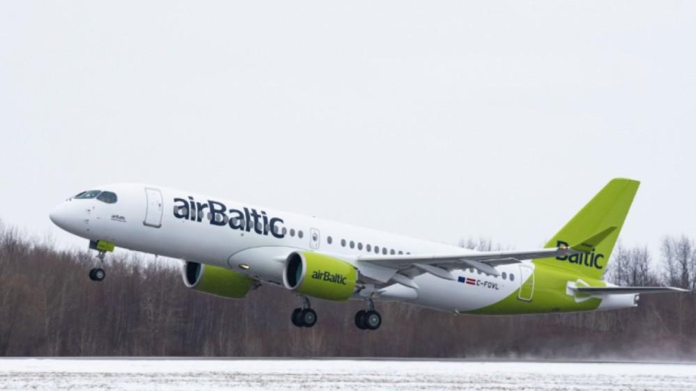 AW-Airbus_A220_7068 (2).jpg