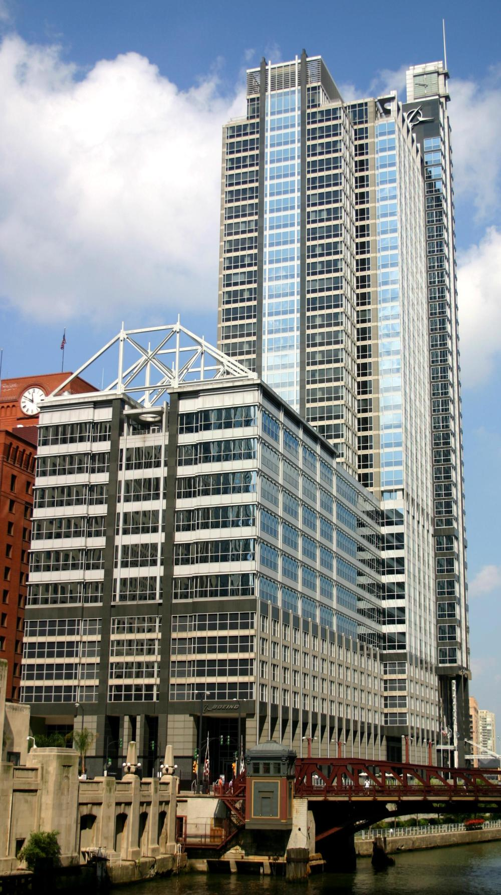 2004-09-14_1680x3000_chicago_boeing_building.jpg