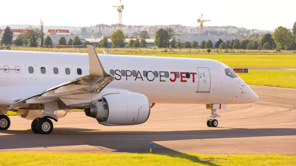 AW-Mitsubishi_Spacejet_taxing