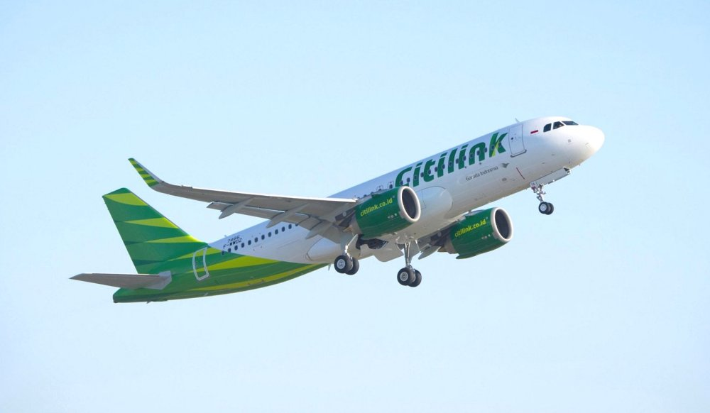 AW-Airbus-A320neo_Citilink_take-off