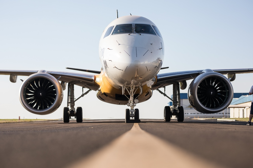 AW-Embraer_70043