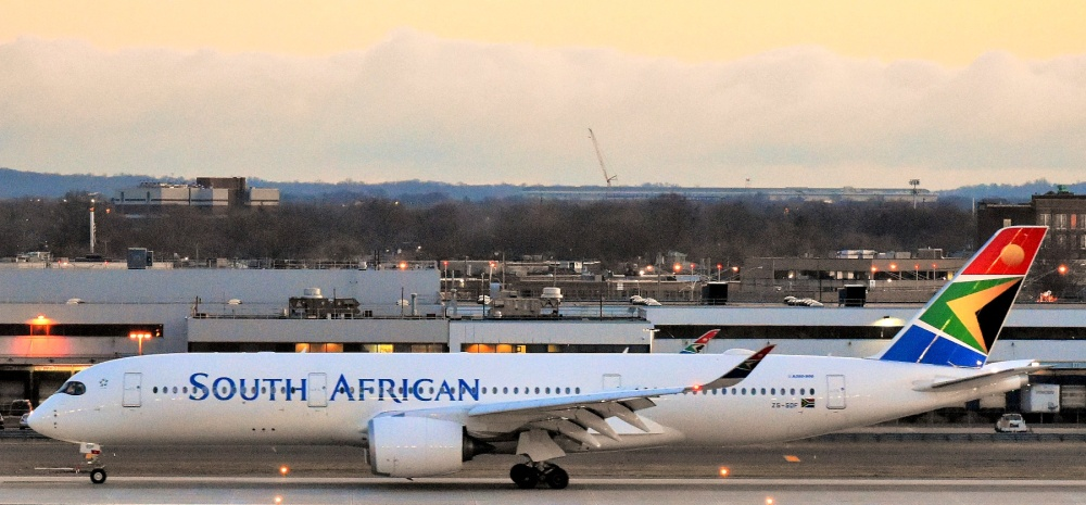 AW-WkWd_South_African_Airways_Airbus_A350-941_ZS-SDF_arriving_at_JFK_Airport