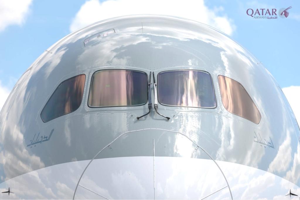 La imagen tiene un atributo ALT vacío; su nombre de archivo es aw-qatar_airways_boeing_787-8_dreamliner_in_farnborough_uk_001.jpg