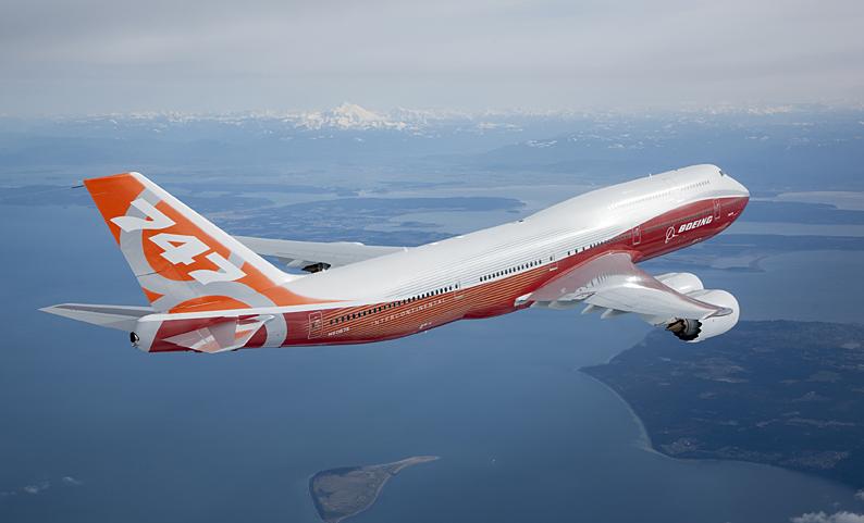 La imagen tiene un atributo ALT vacío; su nombre de archivo es 747-8-air2air_4_1.jpg