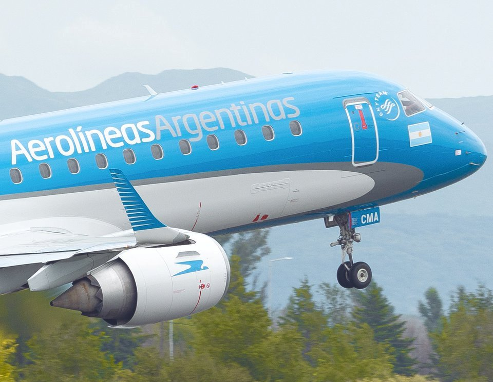 Aerolíneas recibe al Embraer E190  