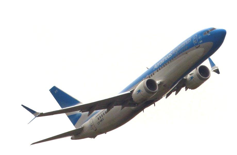 aw-aerolineas_boeing-737-8-max_0002